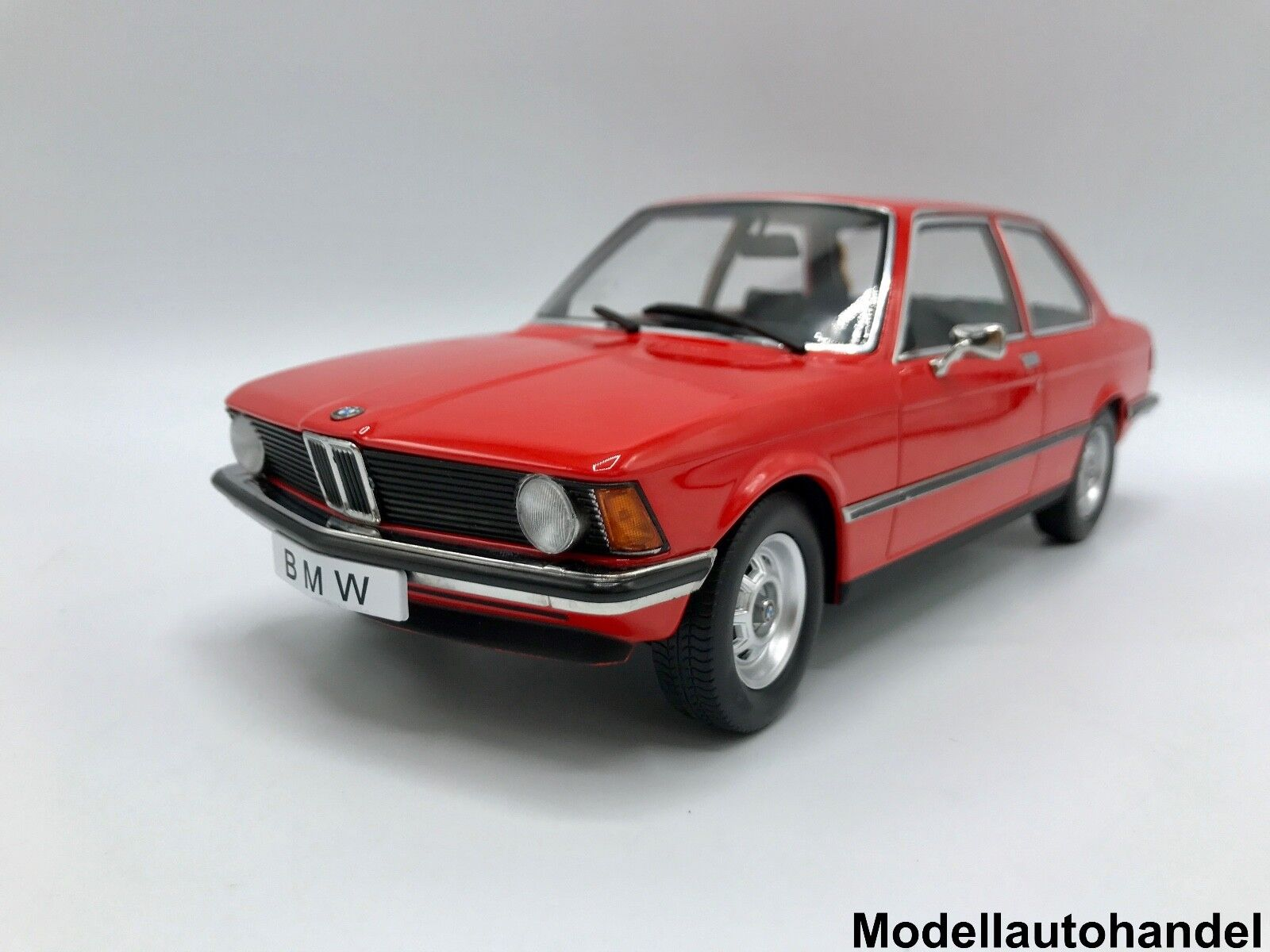 BMW 318i (e21) 1975-rojo - 1 18 KK-scale    NEW