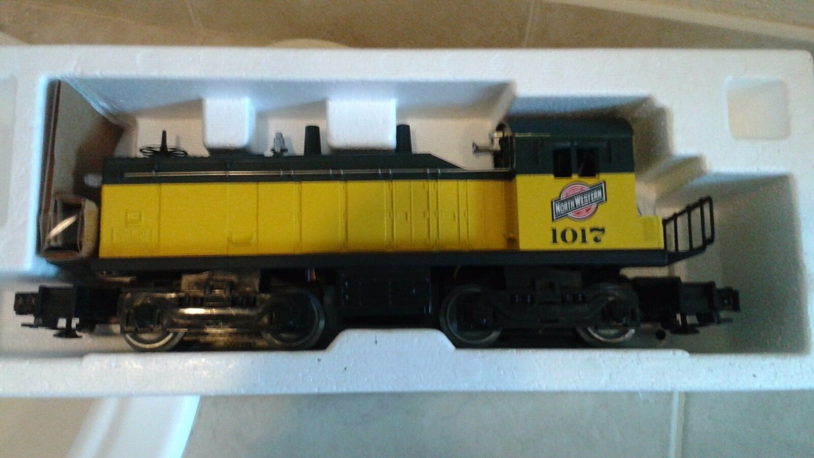 NIB-LIONEL  C&NW Line  S-2 Switcher & Calf Engine combo for  O  &  O27  Read On