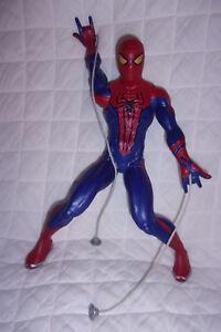 Spider-Man-Motorized-Web-Shooting-13-5-034-Action-Figure-Hasbro-2012-Marvel-Toy