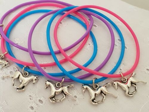 6 HORSE PONY CHARM BRACELETS ON GUMMY BANDS PARTY BAG GIFT PONY CLUB COMPETITION