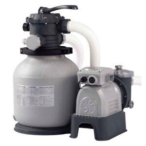 Pompa della piscina e il gancio del filtro