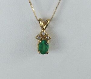 $1,995 14K Yellow Gold Natural Oval Green Emerald Round Diamond Pendant Necklace