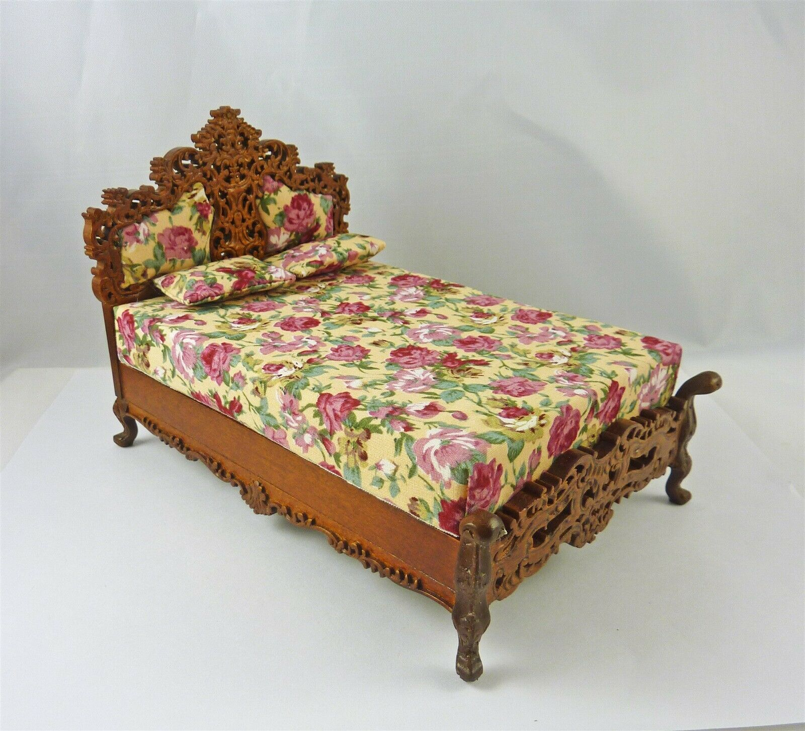 Dollhouse Miniature Elegant Bourbon Bed, P6391