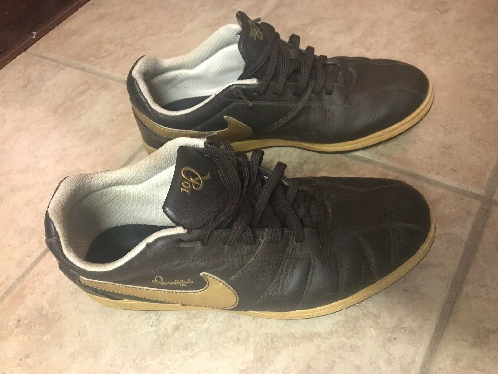 RARE NIKE AIR RONALDINHO RIVAL SHOES Sz. MEN'S US 10 315261-271 (Good Condition)