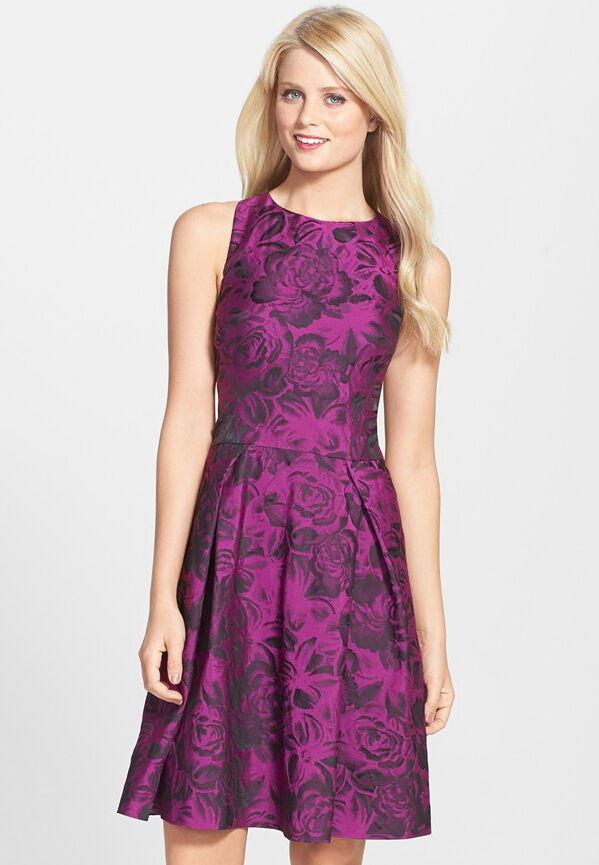 NWT  Betsey Johnson Floral Jacquard Party Dress Plum w schwarz Rosas 4 6