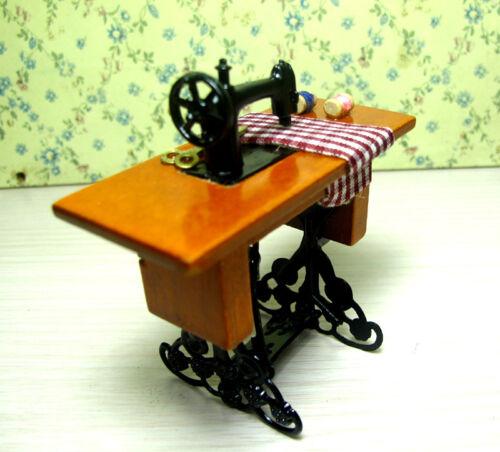 Dollhouse Miniature Furniture Mini Sewing Machine Table W// Cloth Decor 1//12 Toy