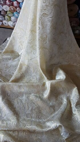 "1M PALE GOLD//WHITE COLOUR PAISLEY METALIC BROCADE  FABRIC 58/"" WIDE"