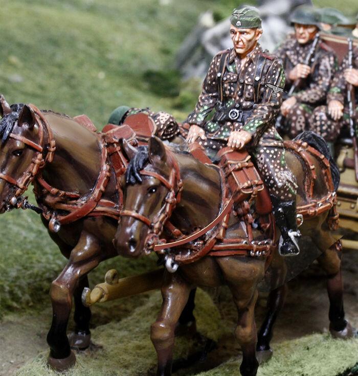 THE COLLECTORS SHOWCASE WW2 GERMAN NORMANDY CS00873A & B WAFFEN LIMBER HORSE SET