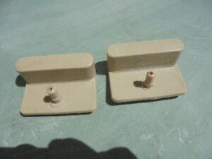 lot 2 embouts, fixations plastiques beiges  pour lattes de sommier