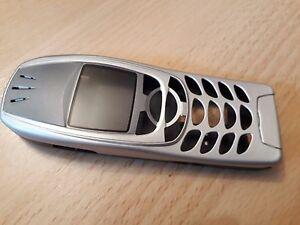 NEUE-KOMPLETTE-Beschalung-fuer-Nokia-6310-und-Nokia-6310i-in-der-Farbe-silber