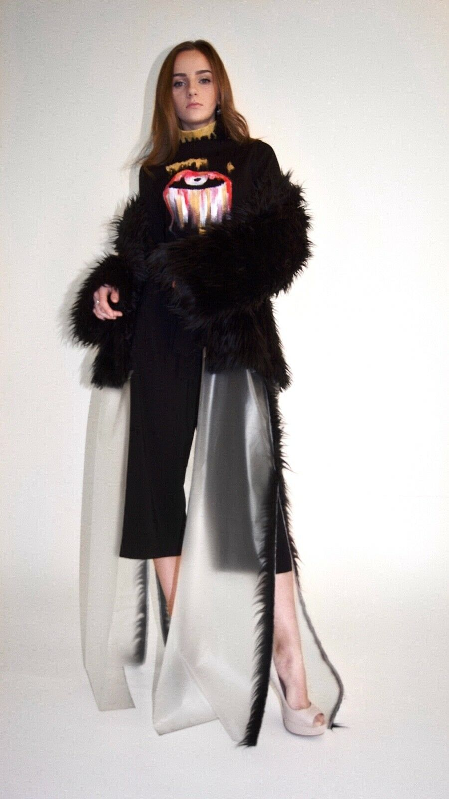 Fur coat with a removable continuation