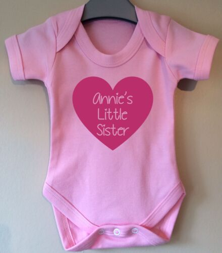 LITTLE SISTER PERSONALISED HEART BABY BODY GROW SUIT VEST GIRL BOY GIFT IDEA