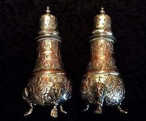 Vintage-English-Engraved-Lion-Paw-Foot-Salt-and-Pepper-Shakers