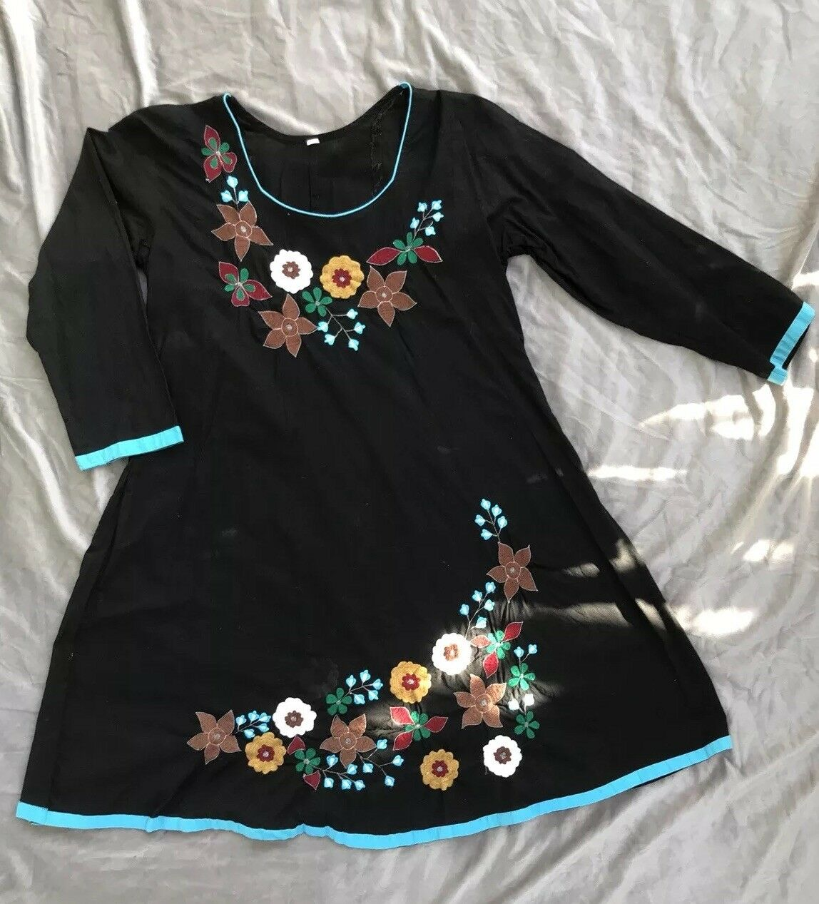 VINTAGE 70s HAND-EMBROIDERED MEXICAN FLORAL HIPPIE BOHO Dress