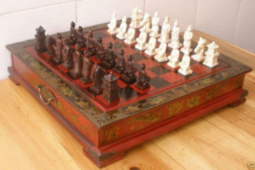 Collectibles Vintage 32 Pieces chess set with wooden A+++