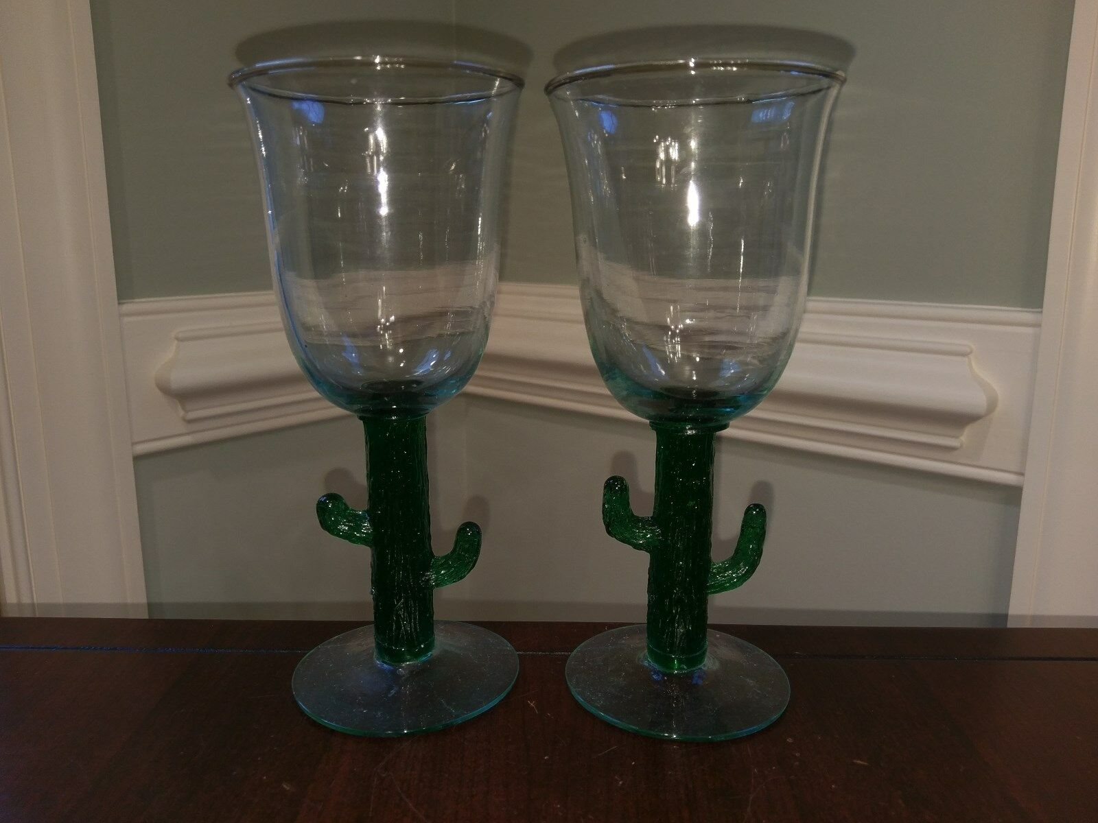 2 Handblown Margarita Wine Glasses Grün Grün Grün Saguaro Cactus Stem Handmade in Mexico 342947
