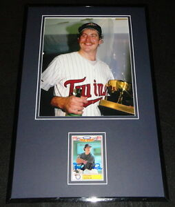 Frank-Viola-Signed-Framed-11x17-Photo-Display-Twins-w-World-Series-Trophy