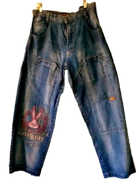 Lot 29 Luxe Blue Jeans 34 X 30 With Bugs Bunny Rabbit! Women's Jeans Distressed