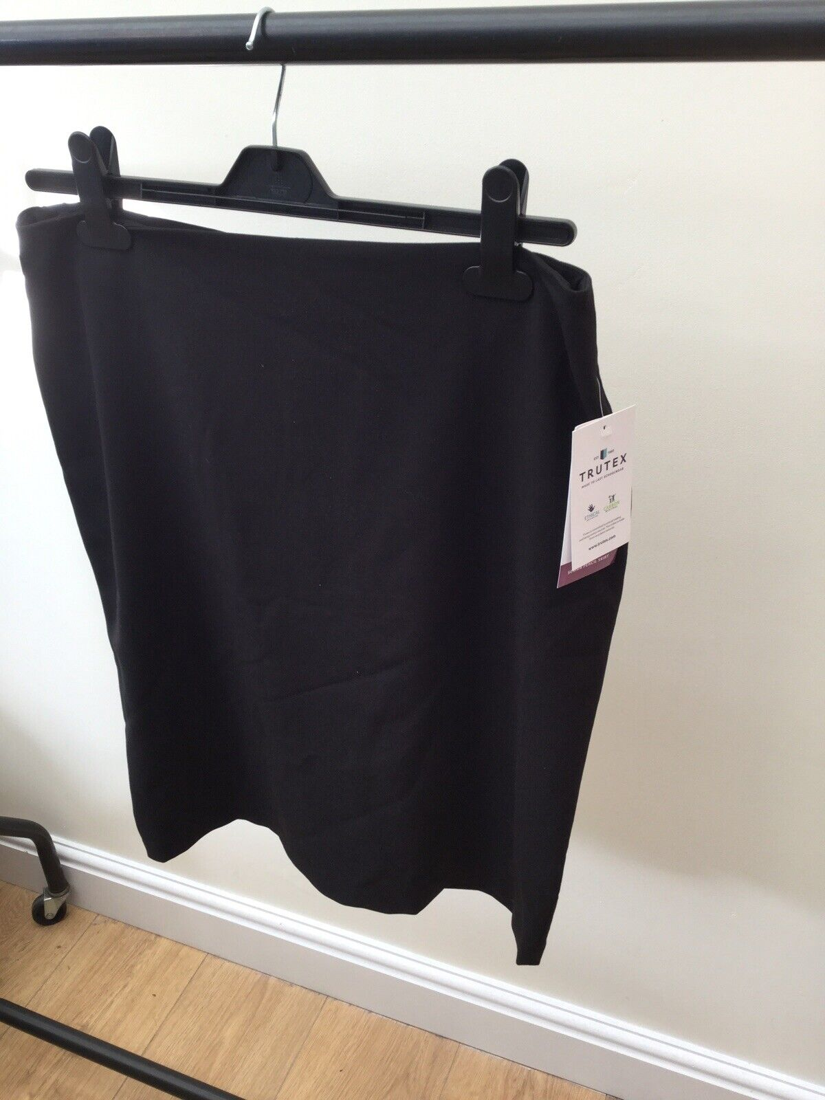 W26 //L18 Black Trutex Girls Back Vent Skirt