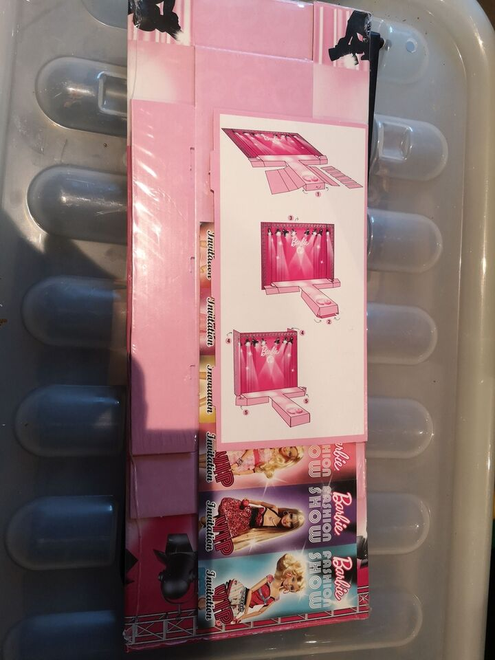 Barbie, Barbie carton catwalk V2301