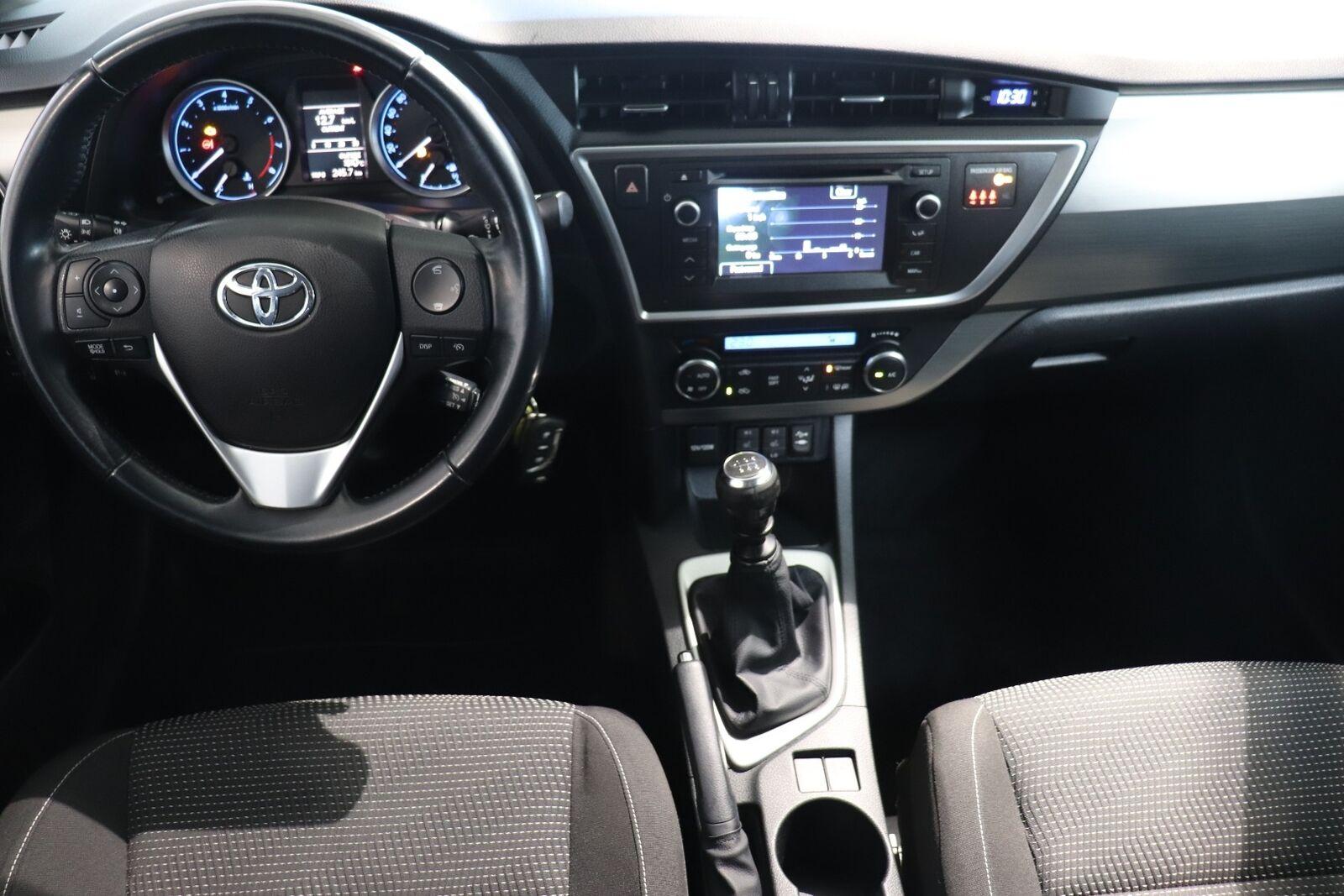 Toyota Auris T2+ Touring Sports