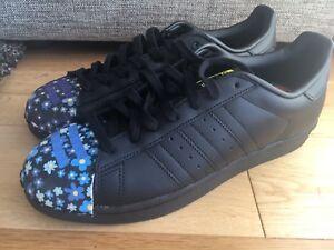 new style ecbde 383f3 Details about Adidas Superstar Pharrell Williams UK 9 / BLACK / S83352