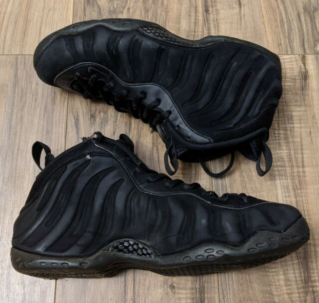 Nike Air Foamposite One Triple Black Nike foamposite Nike ...