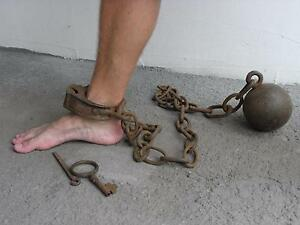 chain Vintage shackles and