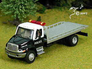 Die-Cast-International-4300-Police-Flatbed-Tow-Truck-HO-1-87-by-Boley
