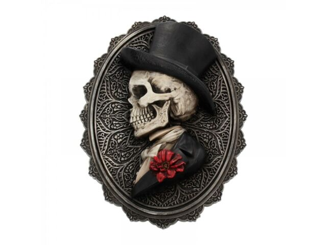 Ornament Luna Lakota Formal Man Skeleton Plaque 16 x 21.5 x 3cm