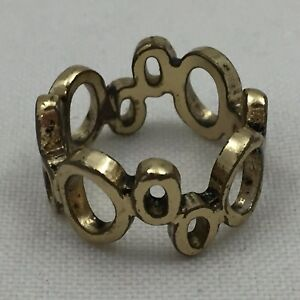 GOLD-COLORED-METAL-RING-034-O-034-SHAPES-OF-VARYING-SIZES-LINKED-TOGETHER-SIZE-6-5
