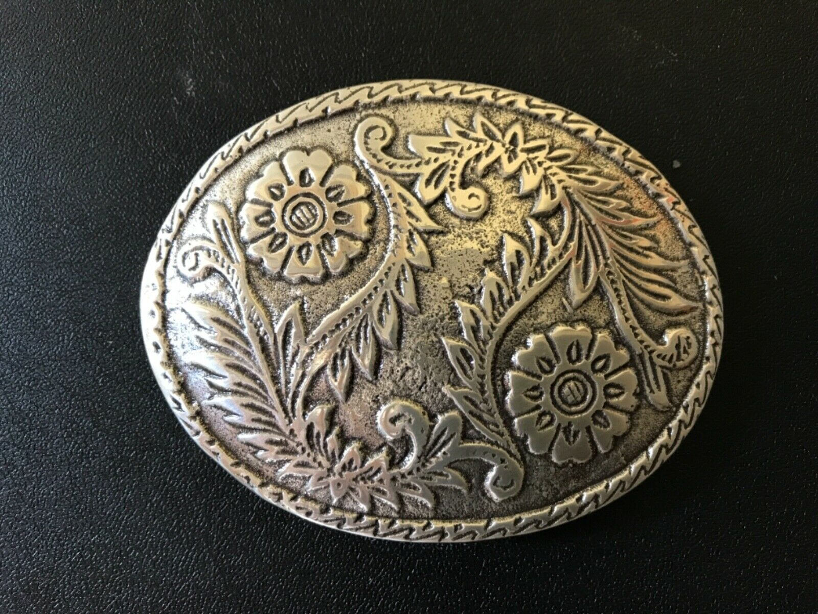 Vintage,Western,oval,floral engraved cowboy,rodeo belt buckle.Silver plaiting.