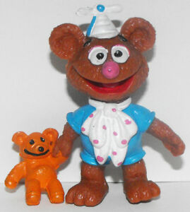 Baby-Fozzie-Bear-with-Teddy-Bear-Plastic-Figurine-The-Muppet-039-s-MUP002