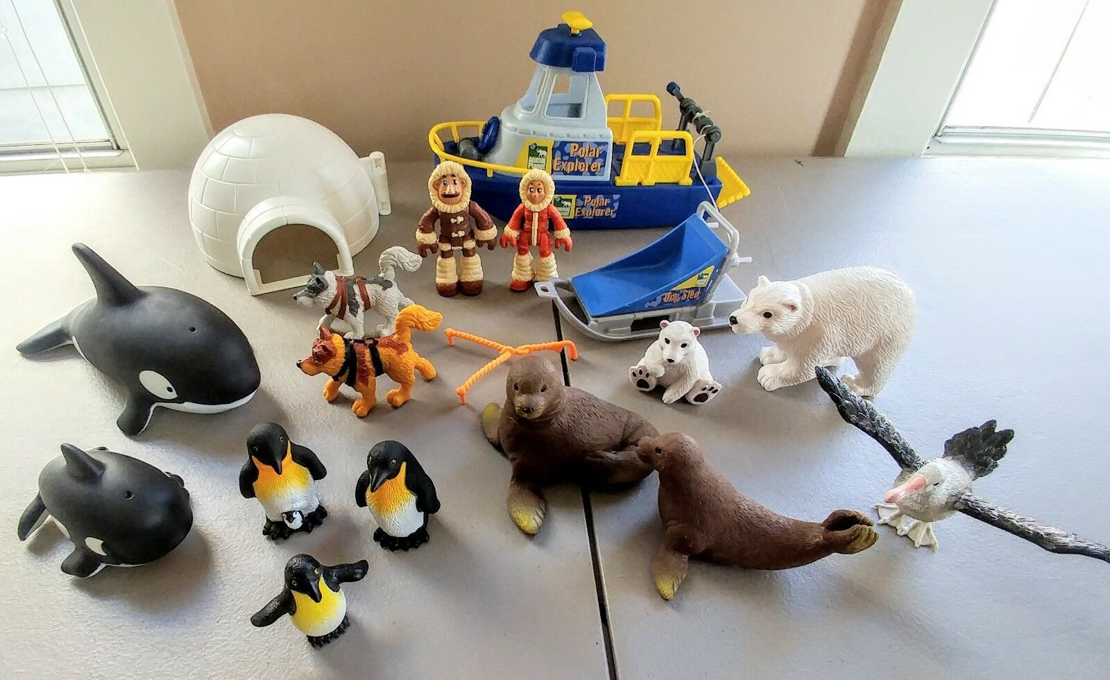 Animal Planet Polar Set Unused Toys R Us Discovery 2004 Rare