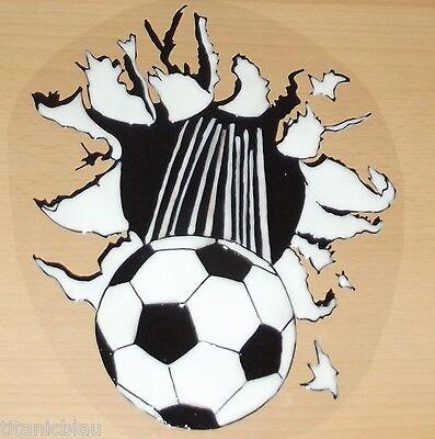 Entusiasta Elast Finestra Immagini! Calcio Arriva Dal Muro O Scarpe Calcio Con Palla- Un Rimedio Sovranazionale Indispensabile Per La Casa