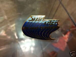 Star-Trek-Next-Generation-Series-Blue-Logo-With-Trail-Pin-Badge-LC17