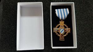 Bayern-Feuerwehr-Ehrenzeichen-gold-50-Jahre-in-Box-NEU