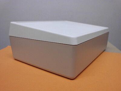 Bescheiden 5 X Kunststoffgehäuse - Pultgehäuse - 190x137x70/55mm - Lxbxh/h - He/du/beige Reisen