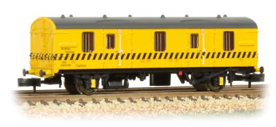 374-643 Graham Farish N Gauge BR MK 1 CCT BR Re-Railing Livery Yellow Hatch Line