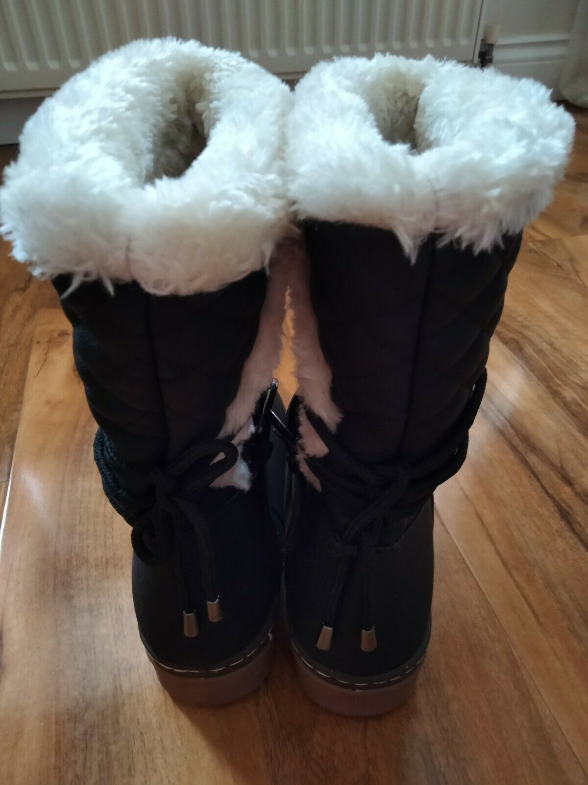 Ladies Flat Thick Sole Quilted Fur Lined Boots Size UK 5
