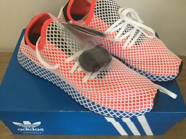 100% Vero Adidas Deerupt Runner Scarpe Da Ginnastica Cq2624 Misura 9.5 Nuovo Con Scatola Per Spedizioni Veloci