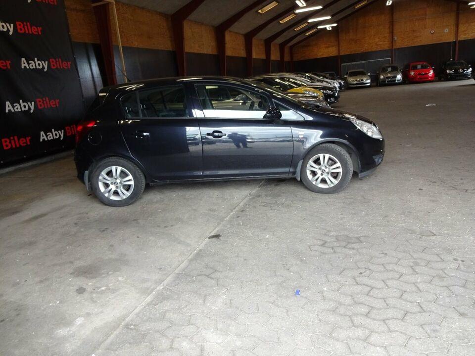 Opel Corsa 1,0 12V Enjoy Benzin modelår 2010 km 132000 Sort