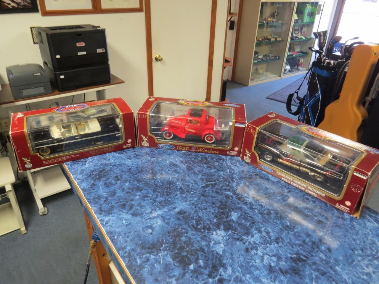 3 Road Legends 1 18 Diecast '55 Crown Victoria 59 Chevy Impala & '32 Ford 3 Door