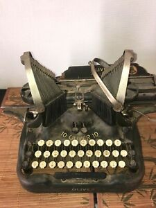 Old typewriter oliver 10