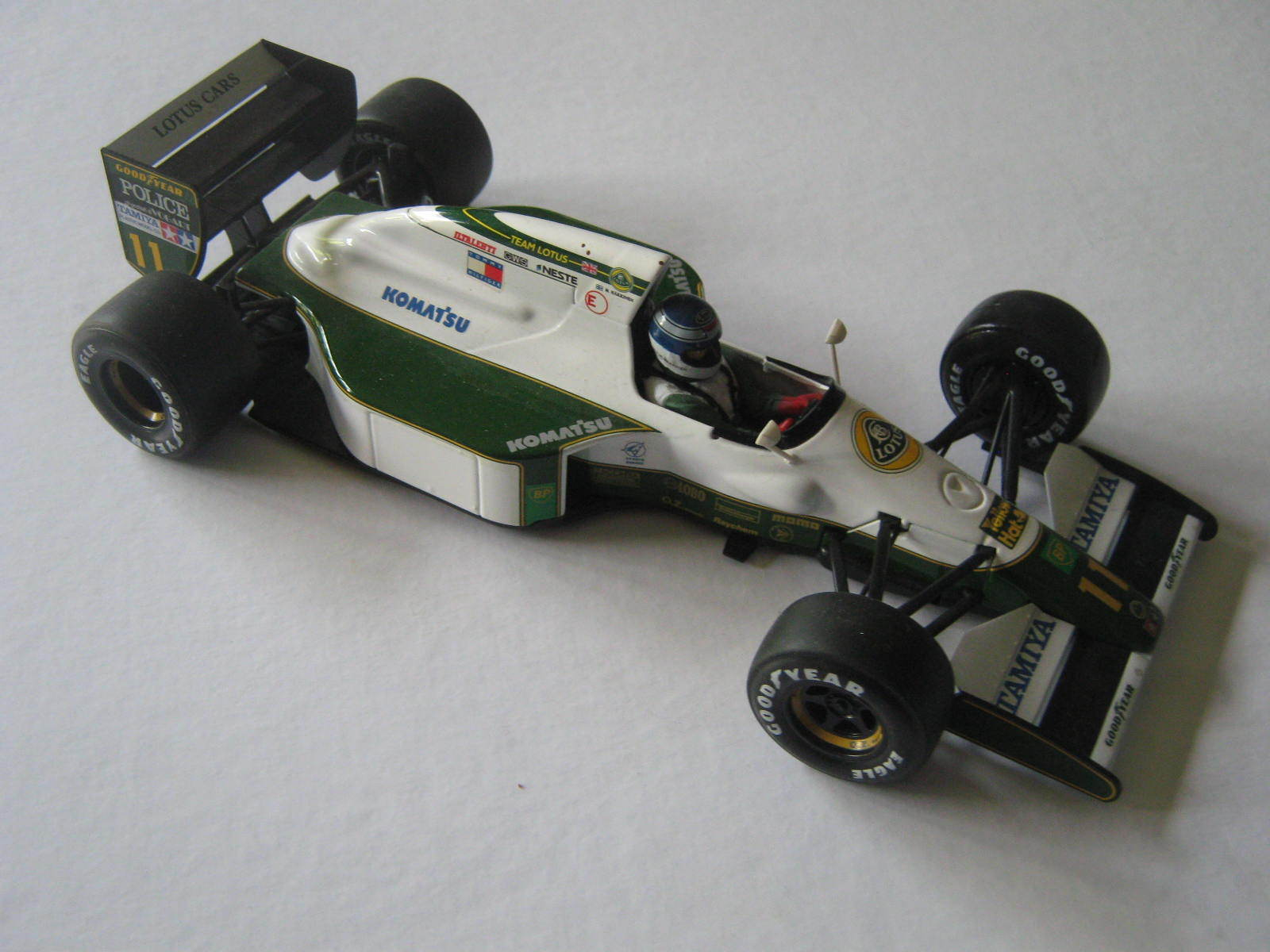1 20 LOTUS JUDD 102b M. HAKKINEN 1992 Tamiya Masterwork Metal in Showcase