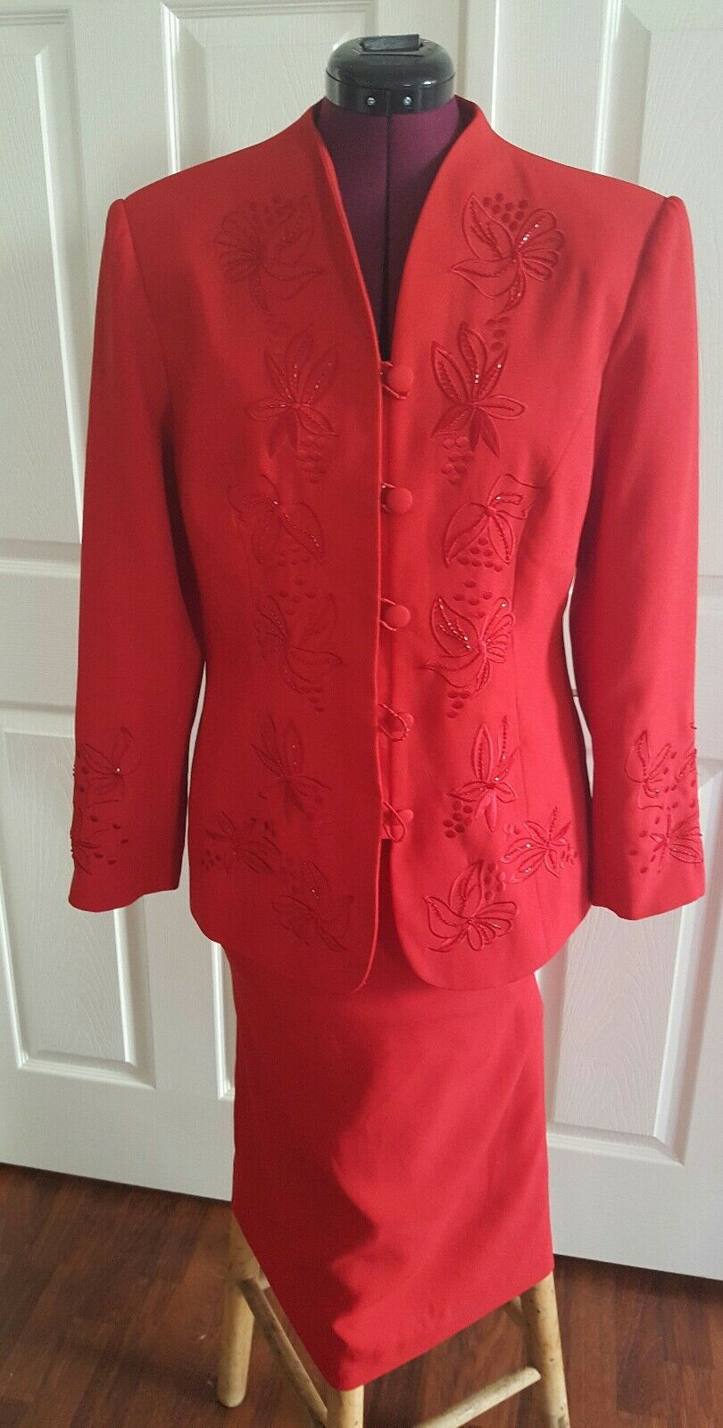 Sabatini women's skirt suit. Beautiful and classy red suit sz 10.