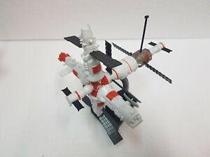 Modello in plastica Mir Space Station