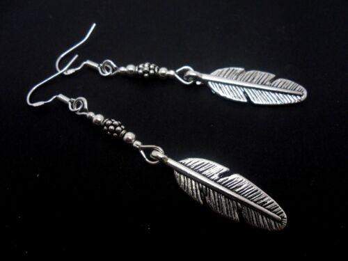 nuevo.. Un PAR DE Dangly Pendientes de plumas con 925 Ganchos De Plata Maciza