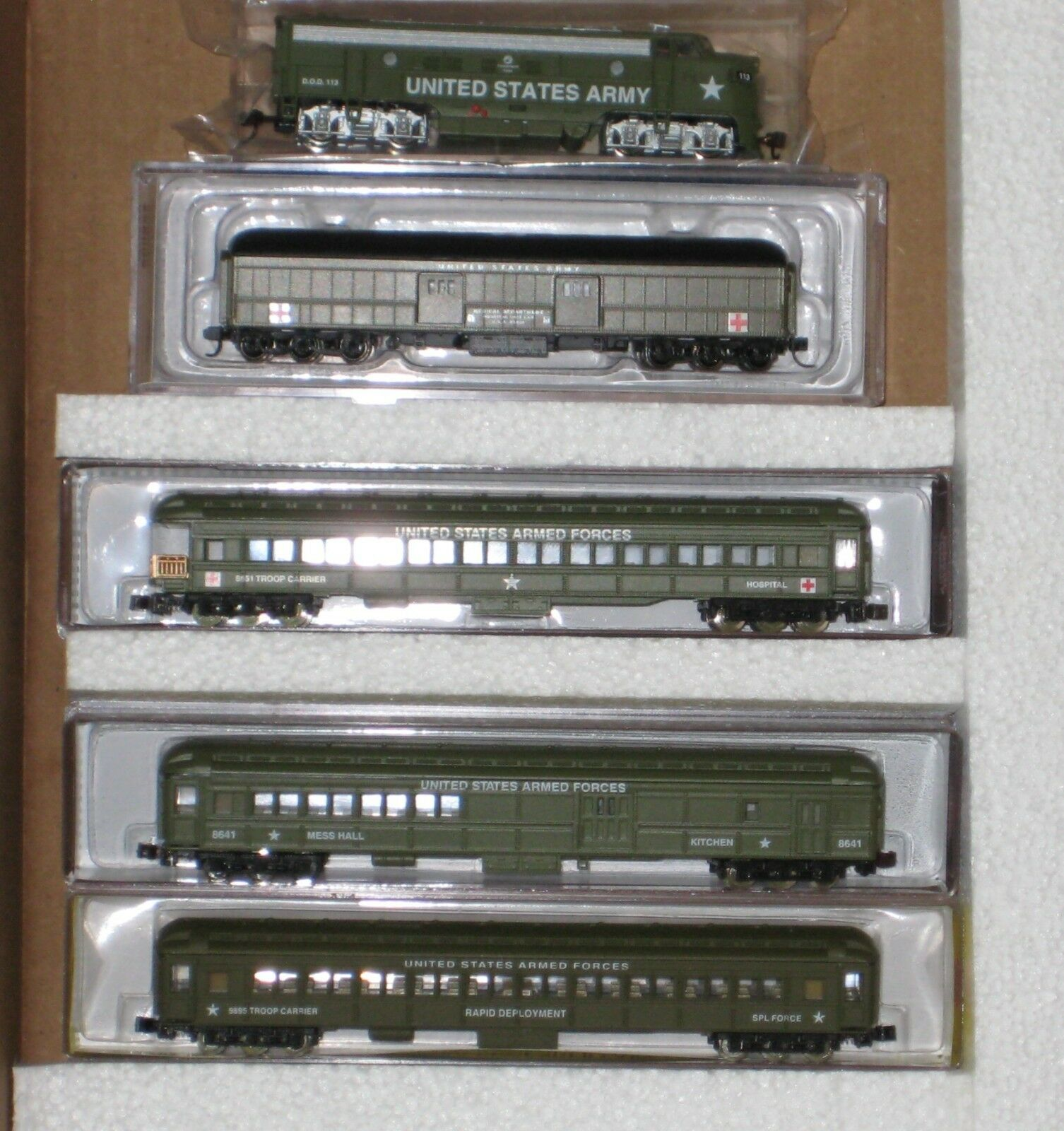 N N N SCALE US ARMY TRAIN SET F7A & 4 ARMY CARS  NMA100 76aabe