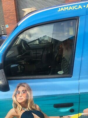 LONDON TAXIS LTI TX1 N//S//F PASSENGER SIDE FRONT DOOR WINDOW GLASS